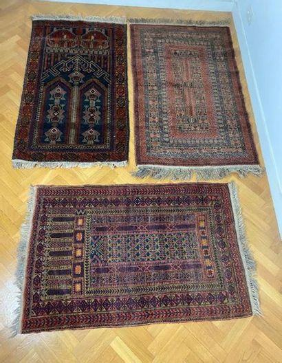 Trois tapis d'Orient.  Long. : 146 cm - Larg....