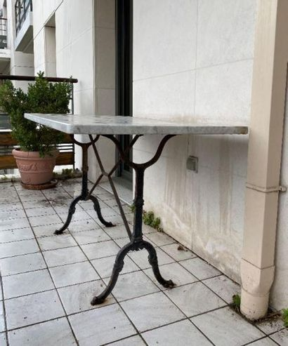Table d'estaminet à quatre couverts, piètement...