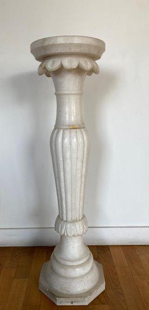 Sellette et vasque balustre en marbre tendre...