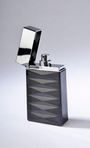GIORGIO ARMANI.  Attitude.  Flacon briquet en verre opaque noir contenant 50 ml...