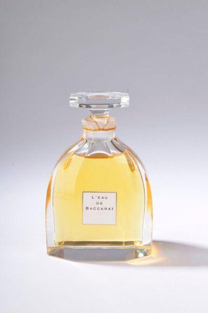 BACCARAT.  L'Eau de Baccarat (années 1990).  Flacon modèle crinoline en cristal...