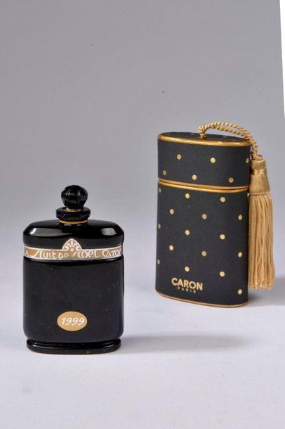 CARON.  La Nuit de Noël (1924).  Flacon contenant 28 ml d'extrait.  Numéroté...