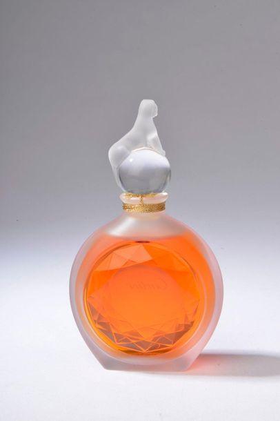 CARTIER.  Panthère (1987).  Flacon en cristal incolore et dépoli figurant une...