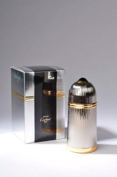 CARTIER.  Pasha (années 2000).  Flacon édition luxe chromé contenant 50 ml d'eau...