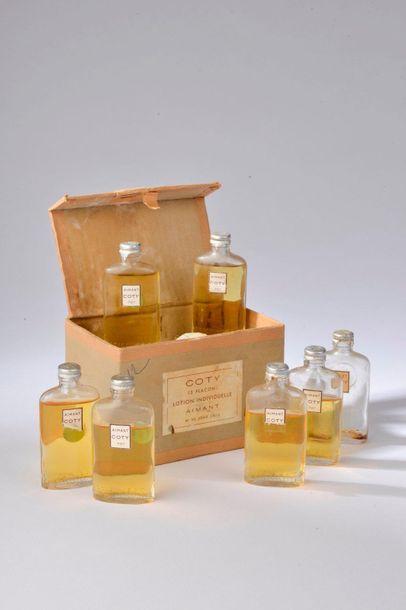 COTY POUR SALON DE COIFFURE.  Lot de huit lotions individuelles parfumées à l'aimant...