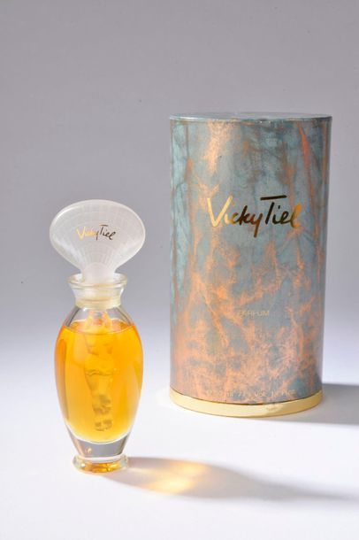VICKY TIEL.  Flacon amphore en verre incolore,...