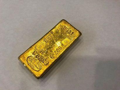 Lingot d'or n°11931. Poids : 997.9 g. Avec...