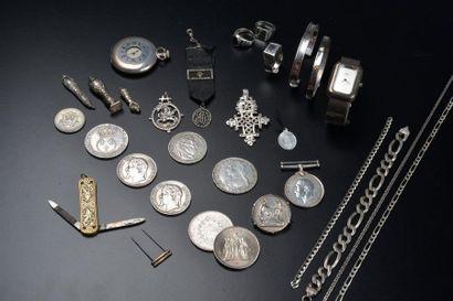 Ensemble de bijoux, montres et pièces en...