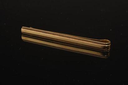 Épingle à cravate en or jaune 18k. Poids...