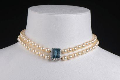 Collier ras-de-cou à deux rangs de perles...