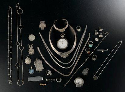 Ensemble de bijoux en argent comprenant :...