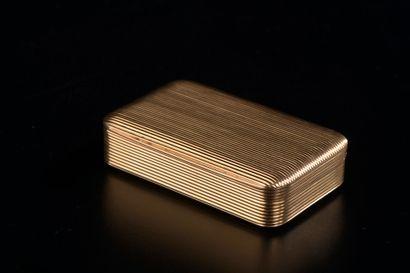 Boîte rectangulaire en or jaune 18k à décor...