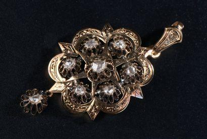 Broche pendentif polylobée en or jaune 14k...