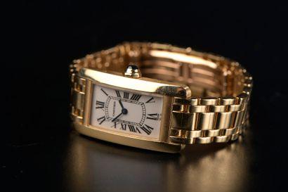 CARTIER.  Montre bracelet de dame en or jaune...