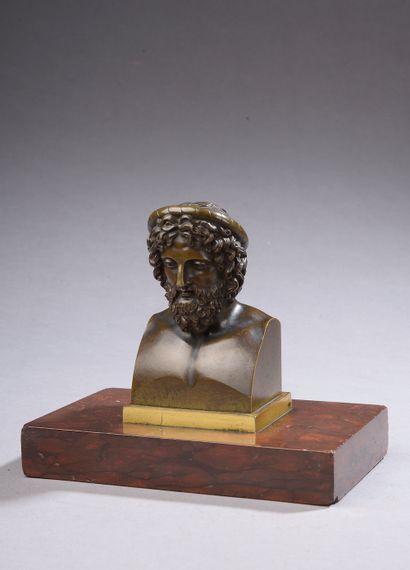 Buste d'antique en bronze à patine brune...