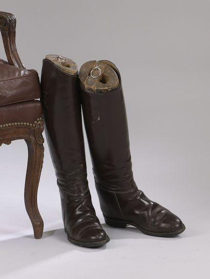 Ensemble de huit paires de bottes cavalières...