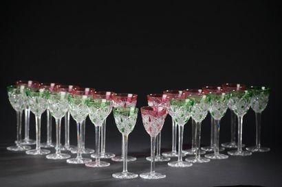 BACCARAT.  Vingt-trois verres à vin du Rhin...