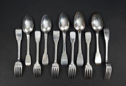 Ensemble de six fourchettes et cinq cuillères...