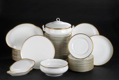 LIMOGES.  Partie de service de table en porcelaine...