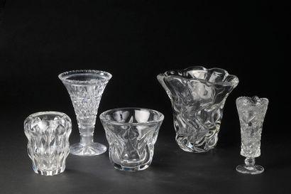 Ensemble de trois vases en cristal comprenant...