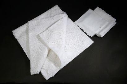 Nappe blanche en toile de coton brodée de...