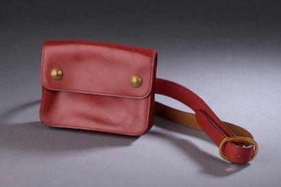 HERMÈS.  Pochette-ceinture en cuir de veau...