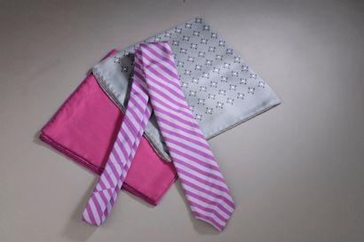 HERMÈS.  Ensemble comprenant :  - Une cravate...