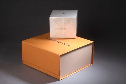 LOUIS VUITTON.  Bougie parfumée modèle