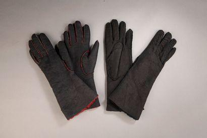 HERMÈS.   Ensemble de deux paires de gants...