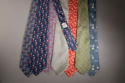 HERMÈS.  Ensemble de cinq cravates en soie,...