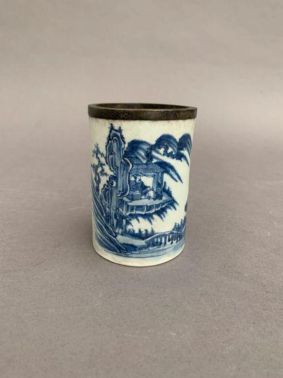 Bitong en porcelaine bleu blanc à décor d'une...