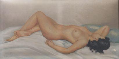 L. BOYER (XXe siècle).  Femme nue allongée....