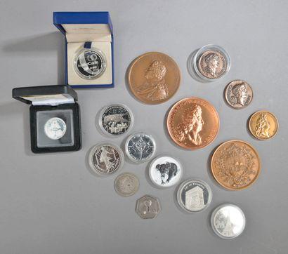Lot de 9 refrappes de médailles anciennes...