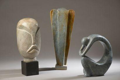 Trois sculptures : éléphant, tête et femme...