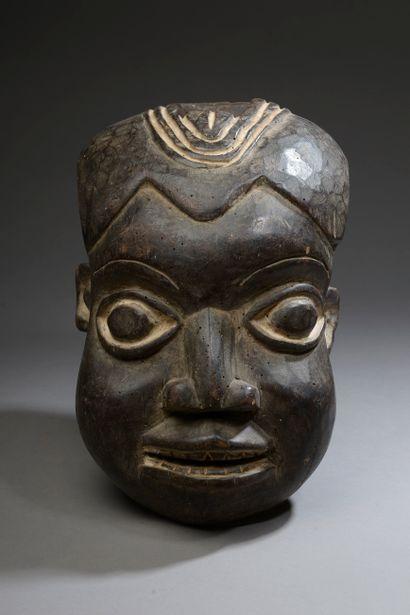 Masque BAMOUN Cameroun (fendu collé).  Bois...