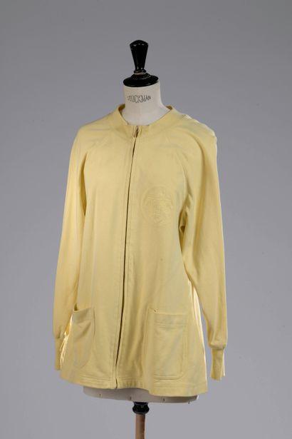 HERMÈS.    Sweat zippé en coton jaune pale...