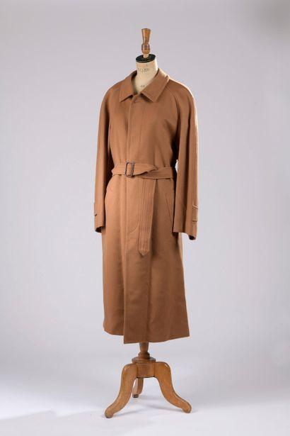 BURBERRY.  Manteau long en laine et cachemire...