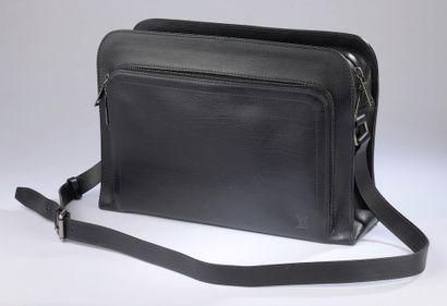 LOUIS VUITTON.  Bag