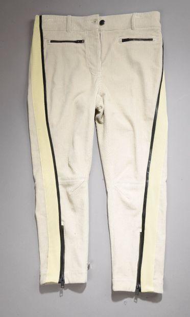 *Ensemble comprenant :  - Pantalon en coton...