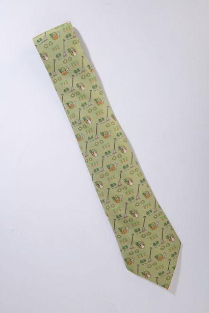 HERMÈS.    Cravate en soie à décor de potager,...