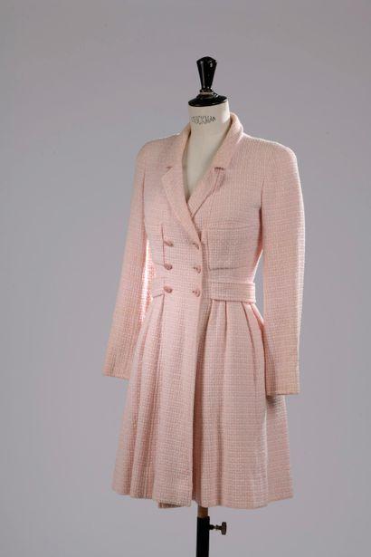 CHANEL Boutique.  Robe-manteau en tweed de...
