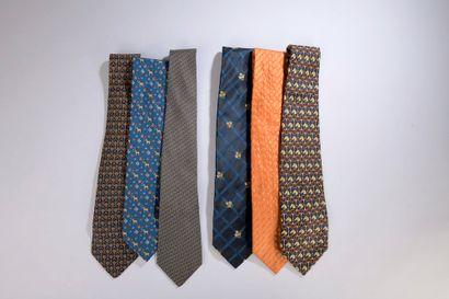 HERMÈS.  Ensemble de trois cravates en soie....