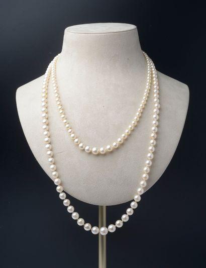 Collier de quatre-vingt treize perles de...