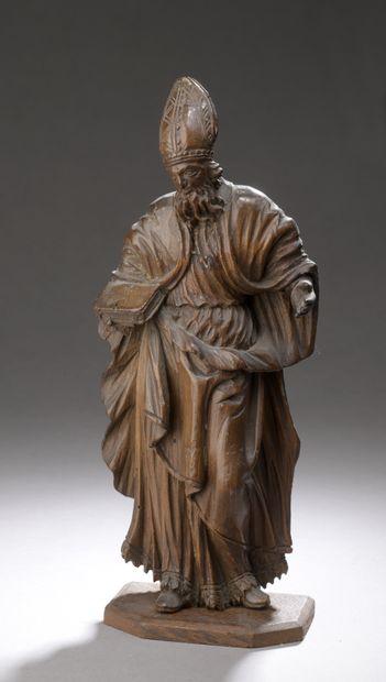 Saint Évêque en peuplier sculpté en ronde-bosse...