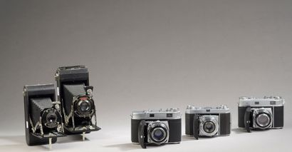 Ensemble de cinq appareils photographiques...