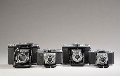 Ensemble de quatre appareils photographiques...