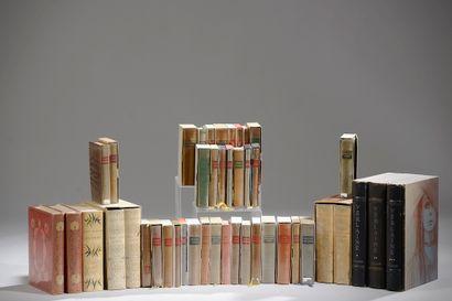 Ensemble de livres reliés (petites usures)...