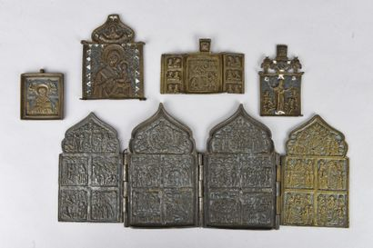 Cinq icônes portatives en cuivre gravé, et...