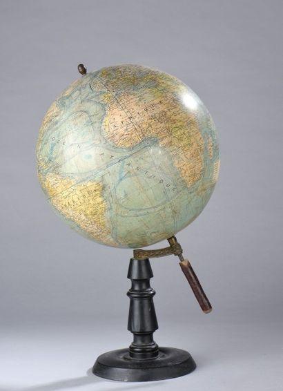 Globe terrestre J.FOREST Editeur (léger enfoncement)....