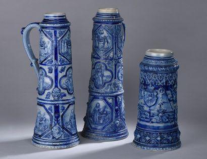 * Paire de grands vases en grès émaillé figurant...